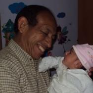 Su abuelito pleno de felicidad!!